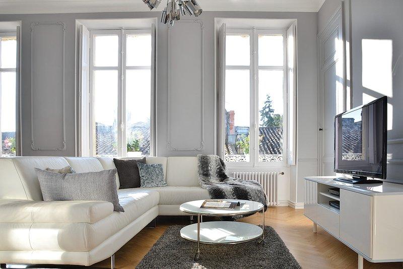 Appartement Haussmannien avec Vue sur la Citadelle, holiday rental in Berson