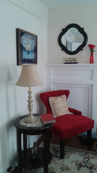 The Abbey Rm and fp mantel
