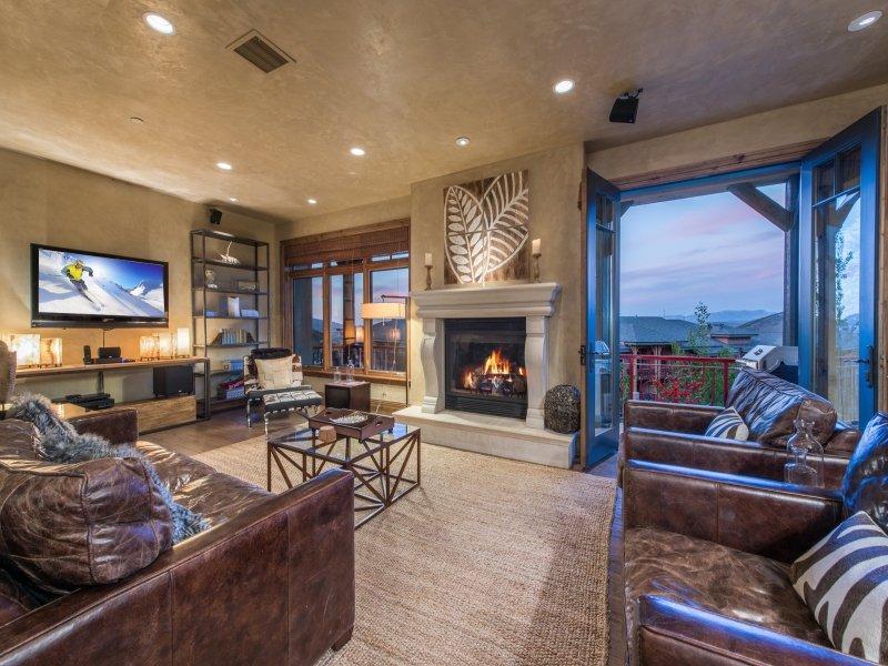 Wohnzimmer: Ausgestattet mit Flachbild-TV, Blick auf Canyon / Park City Mountain, etc.