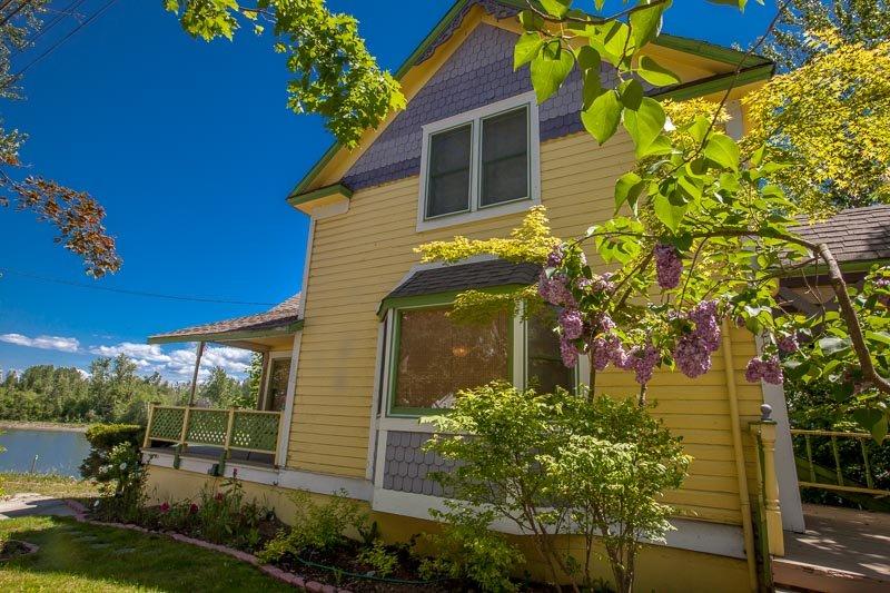 The Yellow House - Sandpoint Idaho