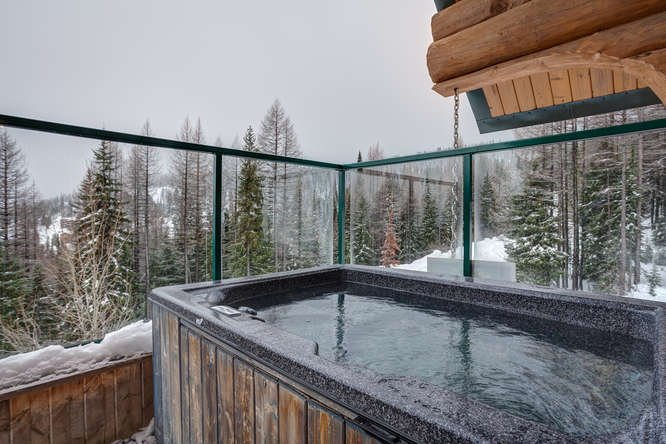 Hot tub w valley views