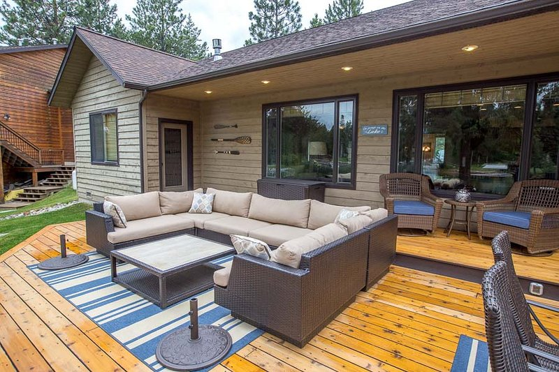 Very large deck w hot tub and outdoor furnishings