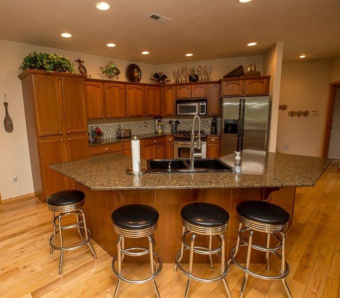 kitchen w bar