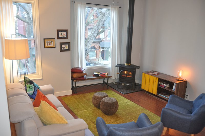 Downtown Apartment in a Heritage House, vacation rental in Toronto