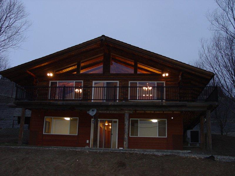 Bed, Barn, Breakfast Log Home 50 acres rural Idaho, holiday rental in White Bird