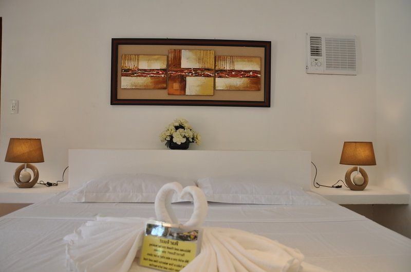 Parrot Resort Standard Room 4, holiday rental in Argao