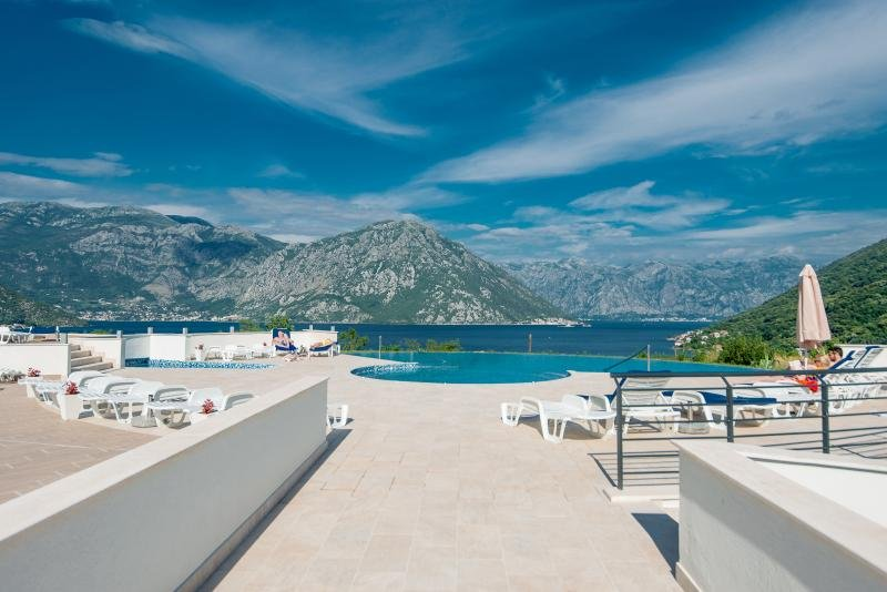 Lavender Bay-1BD with Private Garden, Spa and Pool, vacation rental in Krasici