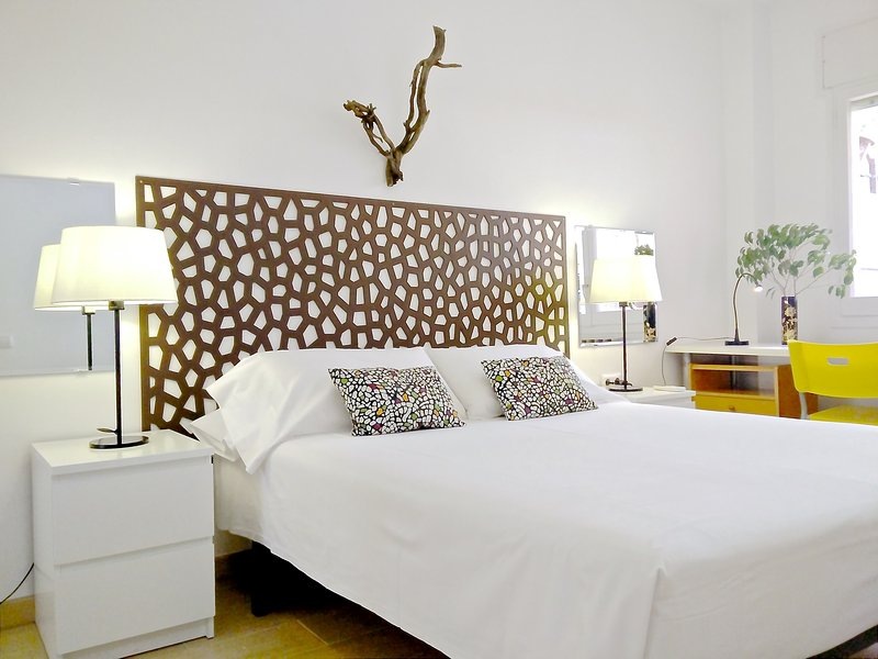 Central Eixample 3 BR & terrace - Garden House apt, vacation rental in Rubi