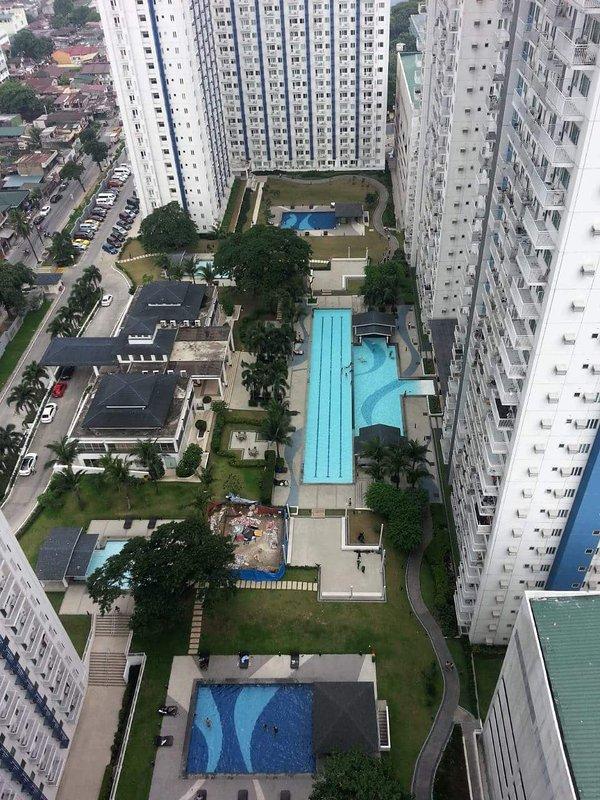 Vista desde el balcón - zona de la piscina de natación