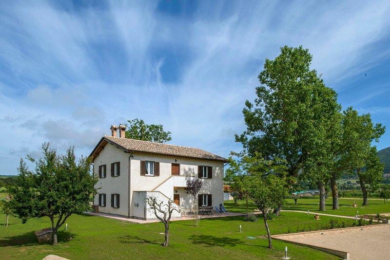 L'agriturismo Querceto è ubicato a 5 Km da Gubbio, immerso nel verde, facile da raggiungere.