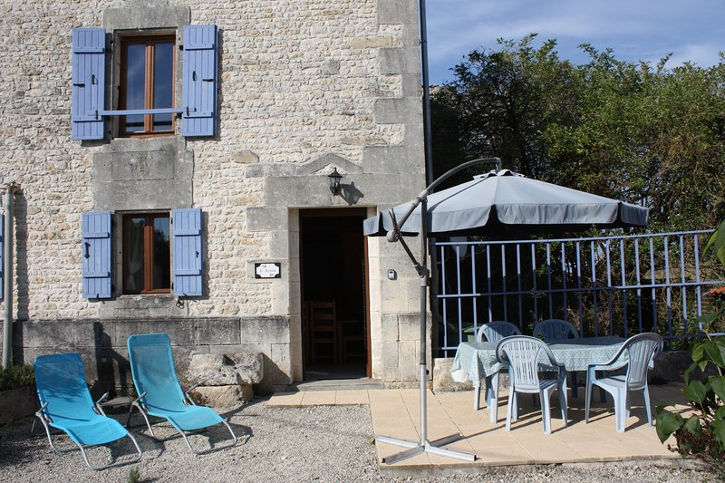 L'Ecurie (18th Century converted Stables), holiday rental in Saint Hilaire de Villefranche