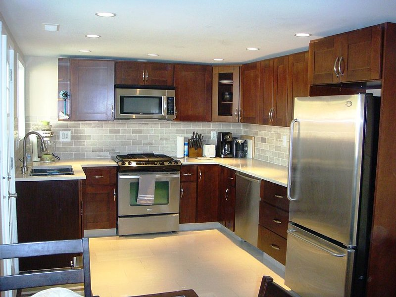 Gourmet kitchen complete with gas range and Bosch dishwasher