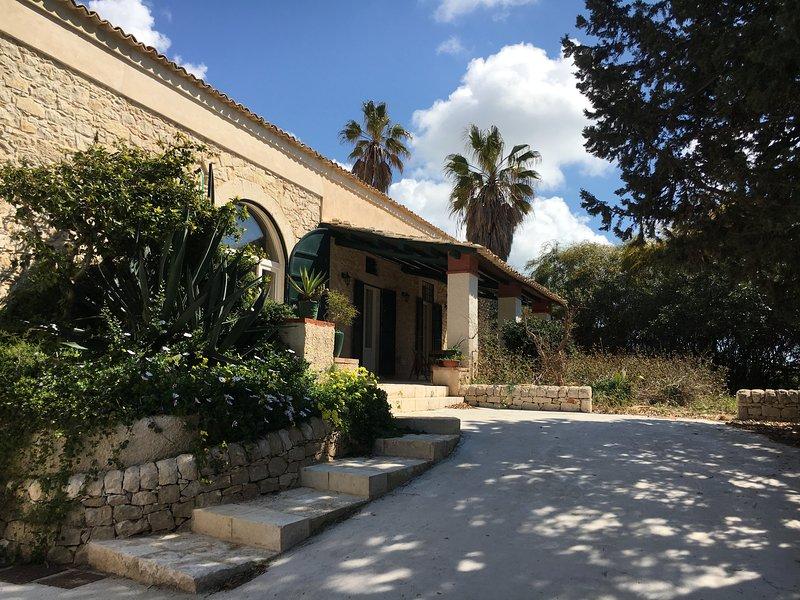 Casale Vignazze Punta Secca a 500 metri dal mare, vacation rental in Santa Croce Camerina
