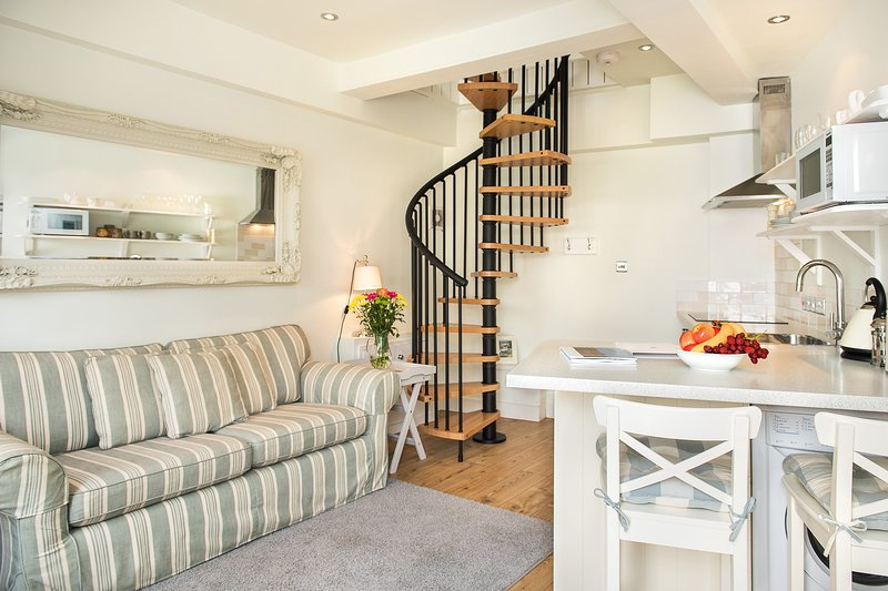 Cosy, open plan sitting room and kitchen with complimentary wifi, TV/DVD/radio, DVD library.