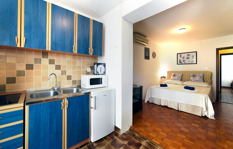 Apartments Maric - A2, holiday rental in Stinjan