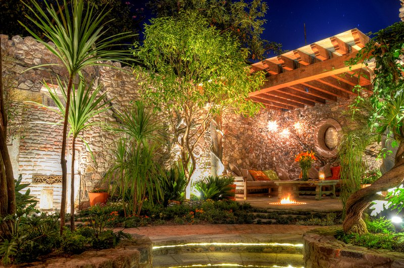 8 Bedrooms Property in the Heart of San Miguel de Allende - Casa Tres Cervezas, holiday rental in Guanajuato