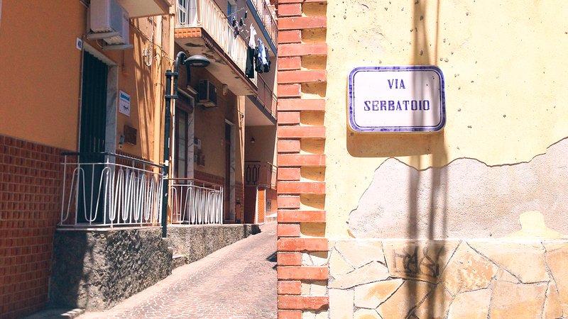 Acitrezza - detailed street name