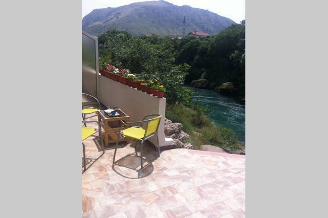 Centrally located overlooking Neretva, location de vacances à Mostar