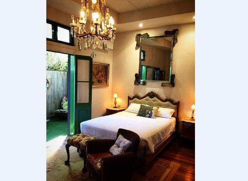One Fabulous Room (pet friendly), holiday rental in The Pocket
