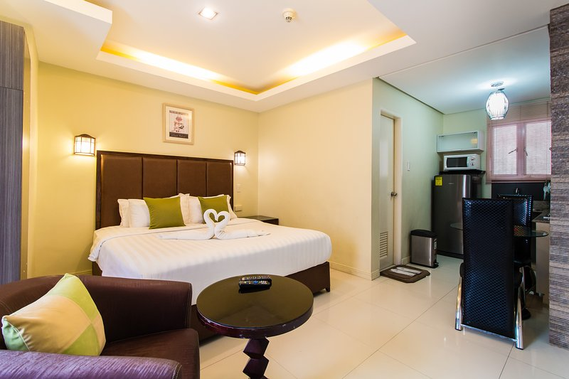 ADORABLE KINGLY ROOM, holiday rental in Manila