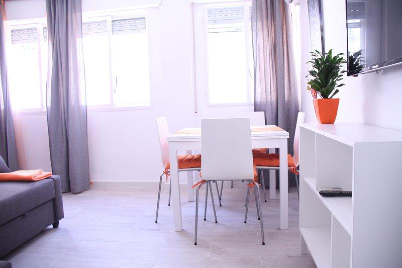 Apartamento Orange. Triana centro, aluguéis de temporada em Espartinas