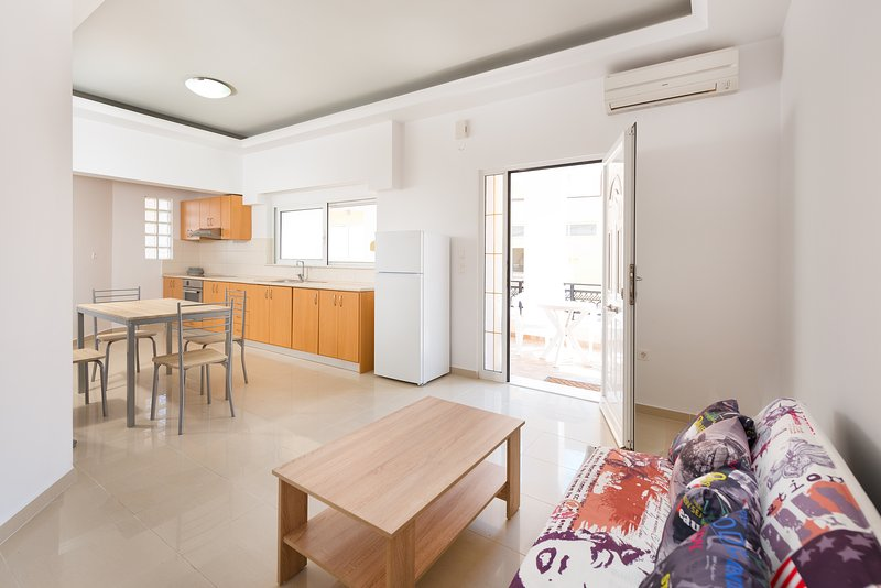 Beautiful Apartment near the Center, holiday rental in Archangelos