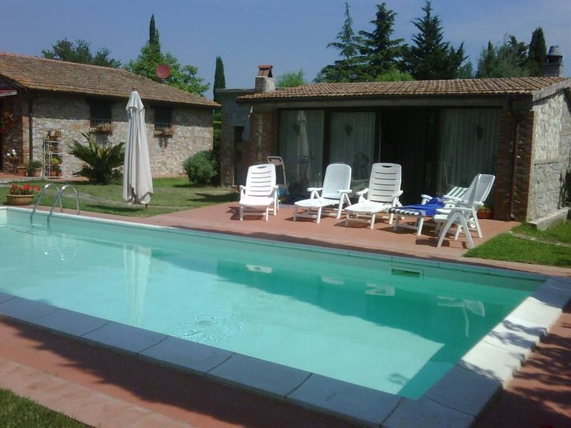 Il Poggettone Holiday Home Sleeps 8 with Pool - 5229695, aluguéis de temporada em Grilli