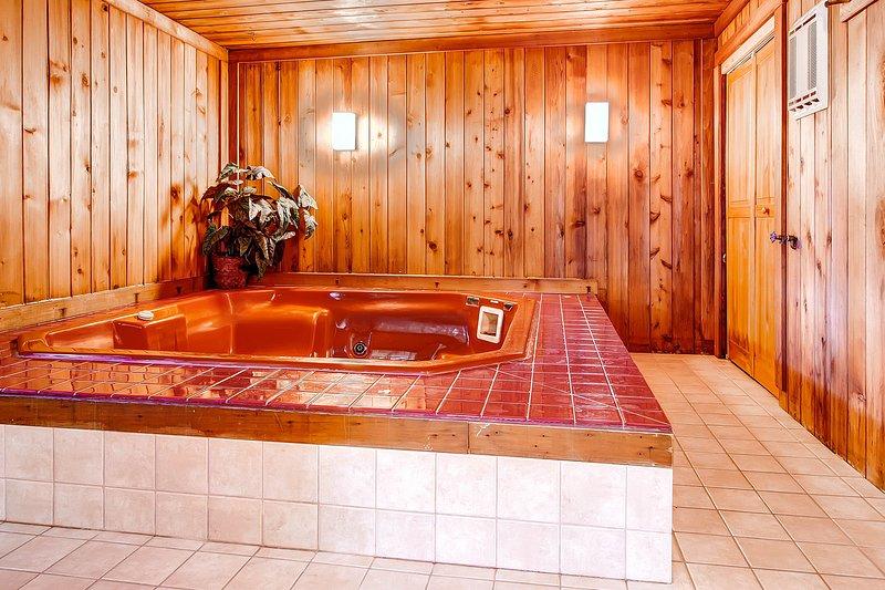 Jacuzzi, bain, intérieur, salle, bois