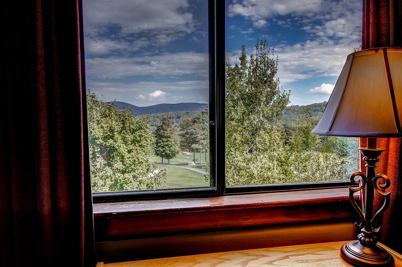 Blick vom Schlafzimmer 2 Fenster mit Blick auf den Golfplatz