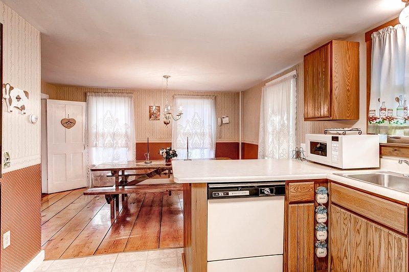 Keuken w / gedateerd apparaten