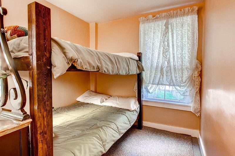 Lagere slaapkamer w / stapelbedden