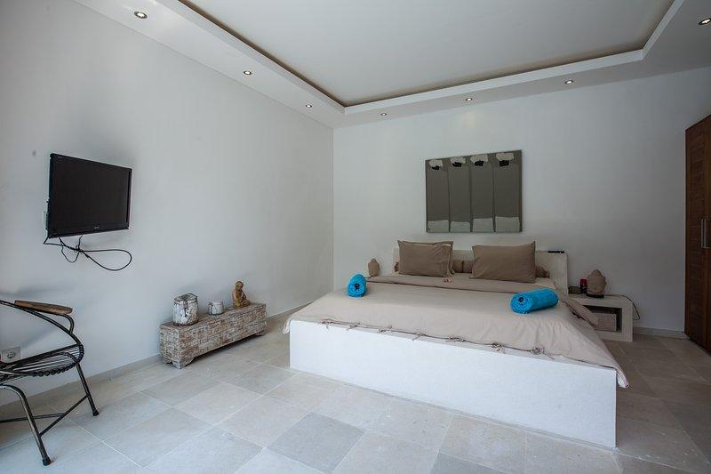 Das erste Schlafzimmer: wir immer für feinste Innendekoration der Zimmer blicken