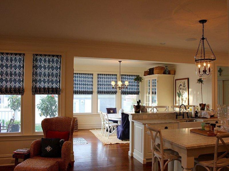 Beautiful custom built home close to beach, casa vacanza a Atlantic Beach