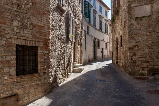 Come explore the lane ways of medieval Todi.