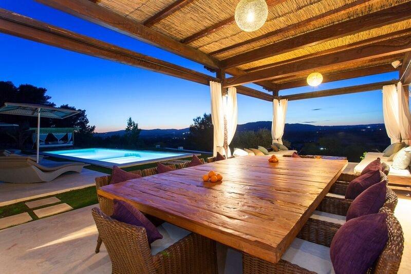 luxury ibicencan style house, casa vacanza a Santa Eulalia del Río