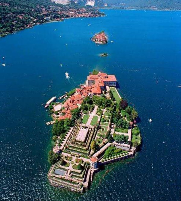 Islands of Lake Maggiore in 15 minutes