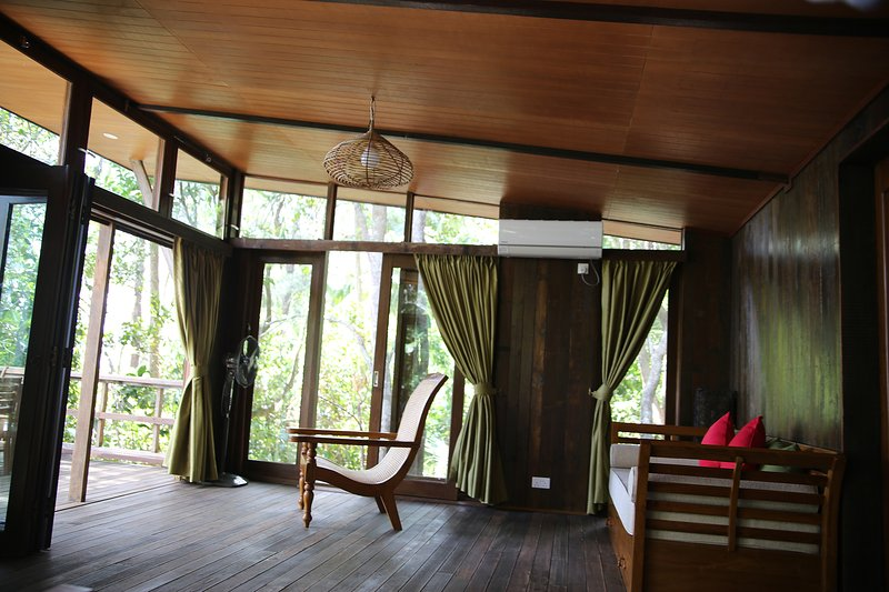 Rustic Chic Jungle Chalet at the Tip of Borneo, holiday rental in Sabah