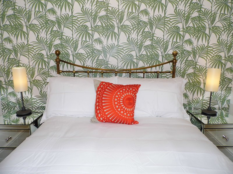 Genießen Sie späten Morgen und frühen Nächte in diesem schönen beruhigenden Schlafzimmer.