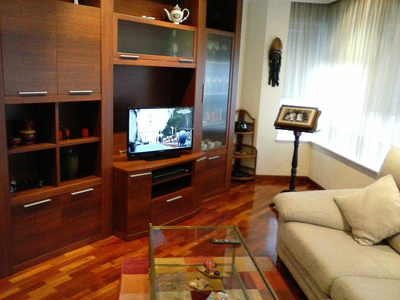 Compostela Sur. Bonito cómodo y equipado apartamento, location de vacances à O Milladoiro