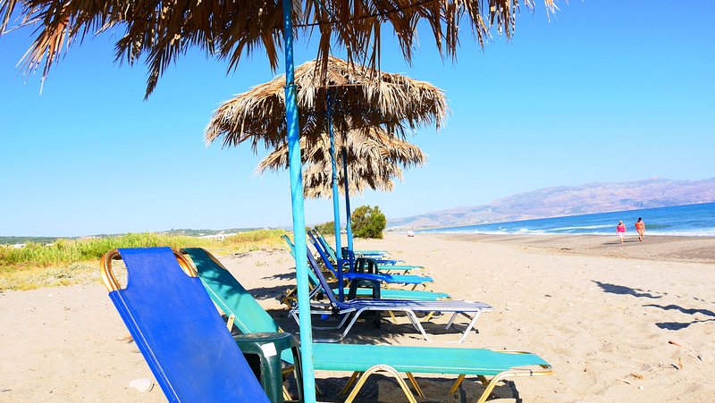 Apartment, sleeps 3. on the beach, with pool, vacation rental in Gerani