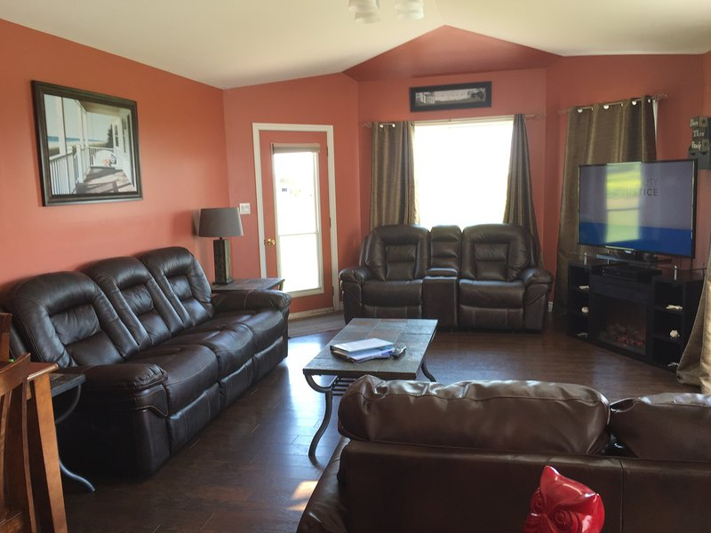 8 Bedroom Beach House, holiday rental in Summerside