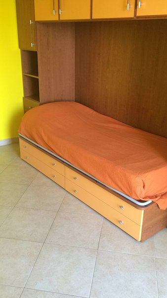 Appartamento, p.2, pieno centro, 3 min dal mare, holiday rental in Oliveri