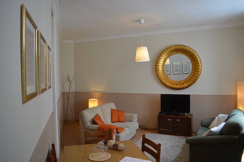 Historic and cosy apartment close to expo, Lisbon, holiday rental in Sacavem