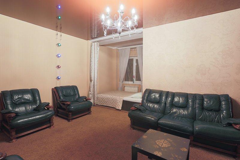Balaram Apartments на Галущака 3, 80м, holiday rental in Berdsk