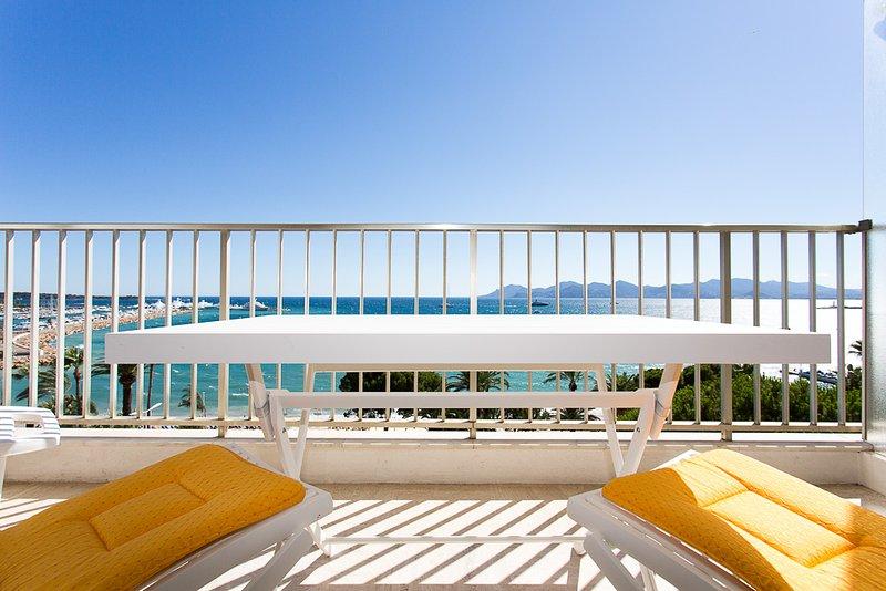 La terrasse, table et chaises