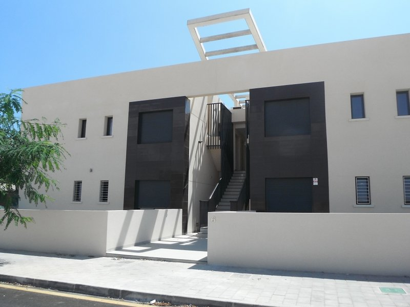 Luxury 2 bedroom, 2 bathroom first floor apartment, aluguéis de temporada em Torre de la Horadada