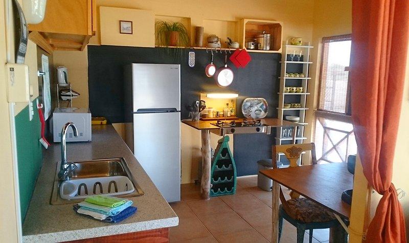 Curacao - Tropenhuis Palmar - Apartamento Bon Bini - cocina y mesa de comedor
