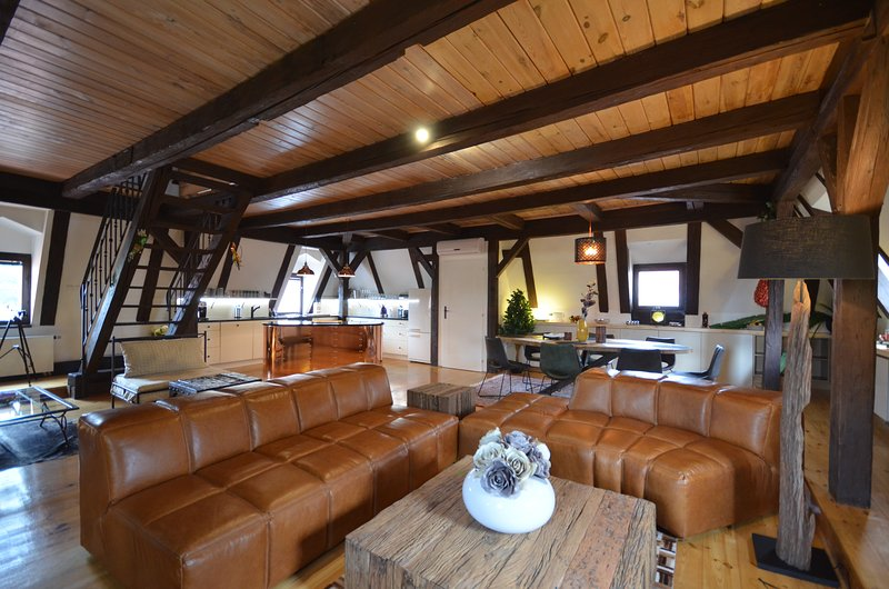 Attic Nerudova I - Iconic three bedroom apartment, casa vacanza a Unhost