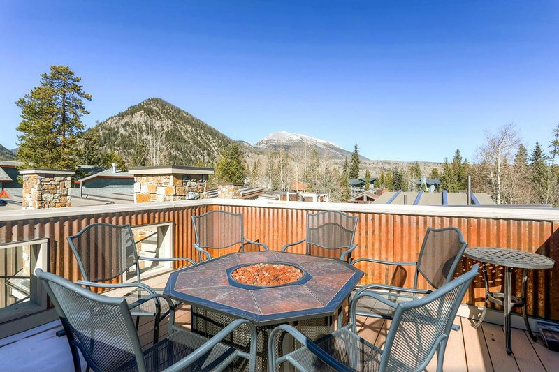 Outstanding Frisco Cabin w/ Rooftop Deck!, holiday rental in Frisco