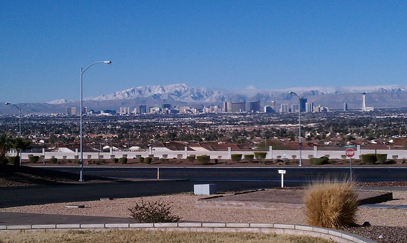 Cozy Mountain Property with Entire Strip View!, holiday rental in Las Vegas